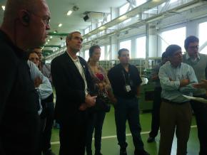 工場内には、社員の方が所持される国家技能士の資格認定所が貼り出されています。