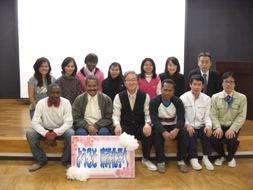 技術開発部の皆様と全員で記念撮影。前列中央が当日ご案内いただいた部長の山本敏幸氏