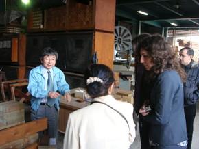 工場見学で中川社長より木工作業場のご説明をいただきました。