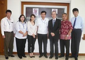 2012年2月、PREX同窓会フォローアップ事業で松下ゴーベル財団を訪問。左から2番目がアビアナ氏。