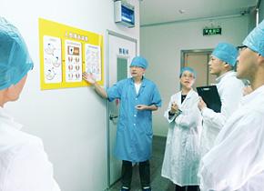 広東粤微食用菌技術有限公司の見学者用通路