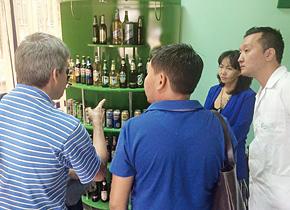 グルミラさんが指導するビール工場を視察。