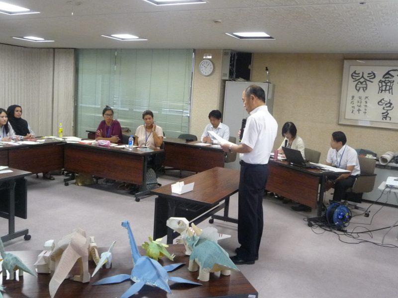 越前市役所を訪問し、市長の歓迎を受けた研修員