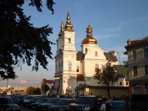 ヴィーンヌィツャ市内メインストリートの教会
