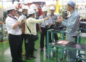 訪日研修で日本の製造業を訪問した研修員