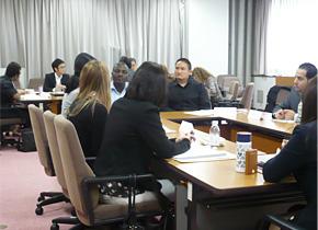 近畿経済局では、講義に加え意見交換会を実施しました。行政官同士の舞台裏の情報交換は盛り上がりました。