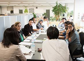 (株)図羅を訪問し、企業経営と金融機関の活用について学ぶ研修員