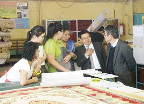 現地企業視察を通じて日本式経営手法の適用方法を学ぶモンゴルの人たち