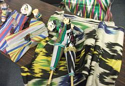 ウズベキスタンの伝統的な織物アドラス