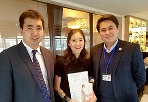 キルギス前大統領の娘さんへの授乳服のプレゼント。