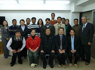 日本一信頼されるメッキ屋を目指す コダマで会長を囲む8カ国11名の研修員