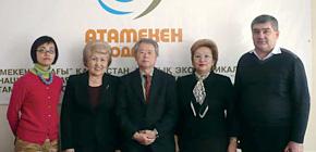カザフスタンの経済団体「Atameken」を訪問。(中央が大津教授。右から2人目が同窓生のSvetlana Kirillovnaさん)