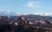 ビシュケクから仰ぎ見る雄大な天山山脈