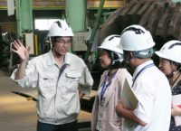 工場見学では同社・ベトナム人社員より懇切丁寧に説明いただきました。