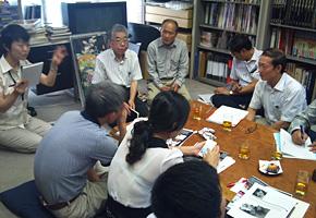 研修員の質問にお答えいただく、岡山代表と営業担当の宮崎さん。