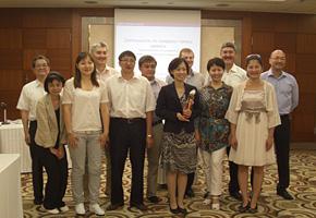 講師の経営企画部 品質戦略 万年副支配人 (前列真中)を囲んで。