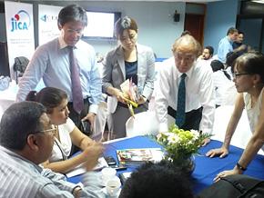 ニカラグア貿易投資センターにて。訪日研修でコースリーダーを務めて頂いた、上田栄一講師(右から2番目)、西 龍治講師(右から4番目)に指導いただきました。