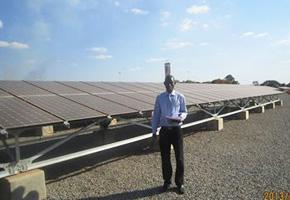 マラウイに日本の支援で建設された太陽光発電所(2013年7月)