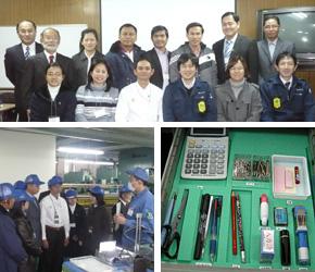 (上)研修員と一緒に記念撮影。 (下左)工場内を見せていただき、3Sの取り組みを学びます。 (下右)3Sの事例。