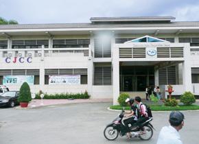 カンボジア日本人材開発センターではビジネス人材育成のためのセミナーが開催されています。PREXでは関連の訪日研修を受託して実施しました。(2013 年9 月撮影PREX)