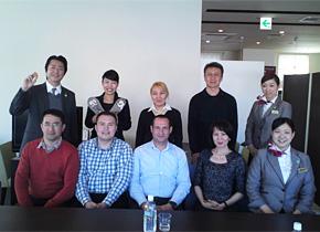 中央アジア(ウズベキスタン・キルギス)の研修員に「スーパーホテルの経営品質」についての講義後の記念撮影