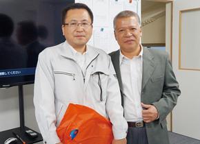 高田社長(左)と、ドンナイ省の工業団地局ヴァンさん(右)