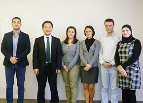 アルバニア投資開発庁のロリナさん(右から4 番目)