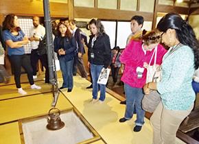 石谷家住宅(国・町指定登録有形文化財)は、智頭の宿場町「智頭宿」の中心部に位置する。当時は大庄屋をつとめていた。