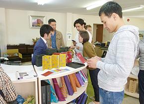キルギスにも農産加工品や繊維製品などの伝統産業が点在しています。それらを掛け合せることで新たな魅力的な製品を生み出せる可能性があり、それを作り出し、新しい市場に通用する製品に育て上げるためには人の存在が重要だということを感じ取っていました。
