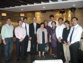 PREXシンガポール同窓会メンバー。シンガポールの国を支える企業家が集結し、新ビジネスについての話題や技術連携に向けた情報交換が行われました。
