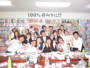 植田社長お決まりの月を喰らうポーズで写真撮影しました