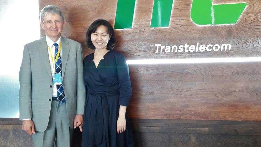 福井県立大学アンドレイ・ベロフ教授とPREX帰国研修員のグルミラさん