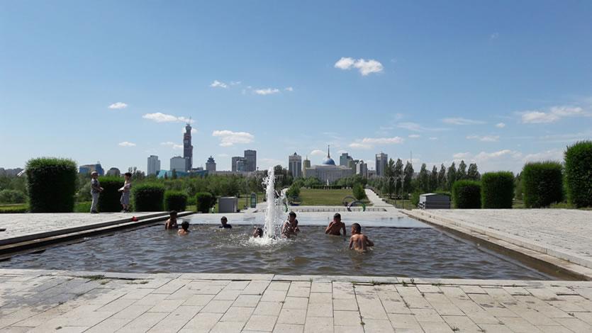 カザフスタン ヌルスルタンの街の風景