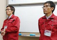 ベトナムから来日し、東大阪の株式会社 中農製作所で働く、 タンさん(左)とホアンさん(右)