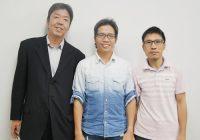 株式会社中農製作所で課長に昇進したホアンさん(右)と、係長のタンさん(中央)。 生産・生産技術部 部長 北山 茂 氏(左)