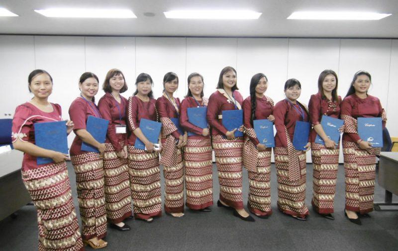 ミャンマーのビ ジネスコース受講生15名
