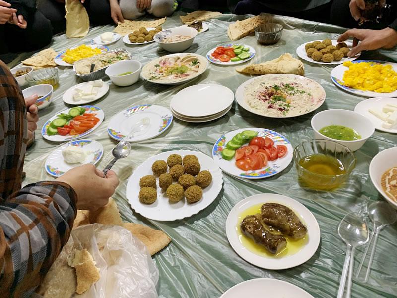 週に一度の休息日、親戚が集まって食べる朝食